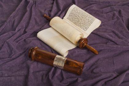 ב.מגילה 501 (צמיד כסף ועיטורים)